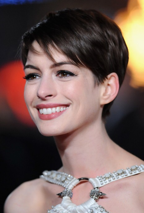 Anne Hathaway Adorable Short Pixie Cut with Side Swept Bangs – Short