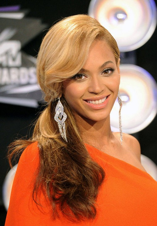 Beyonce Long Curly Hairstyle with Side Swept Bangs for Prom