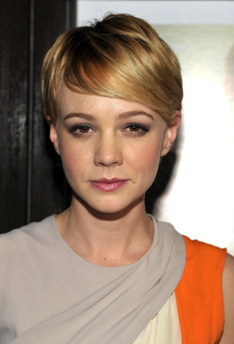 Chic Short Pixie Hair Style with Side Swept Bangs - Carey Mulligan Hairstyles - Pretty Designs