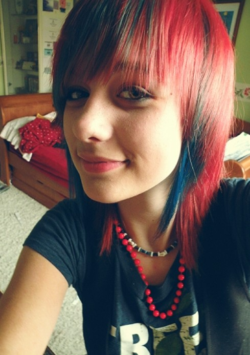 Chic Shoulder Length Multi Colored Emo Hairstyle for Girls