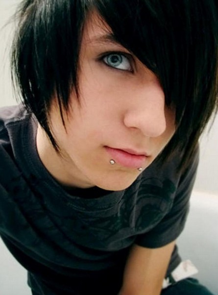 Cool Layered Emo Hairstyles for Emo Guys