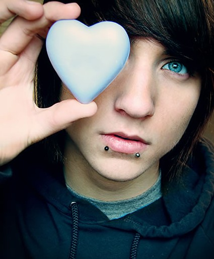 Incredible Emo Hairstyles For Trendy Guys Emo Guys Haircuts Pretty Designs Hairstyles For Men Maxibearus
