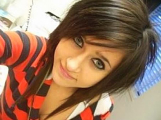 Cute Shoulder Length Straight Emo Hairstyle for Girls
