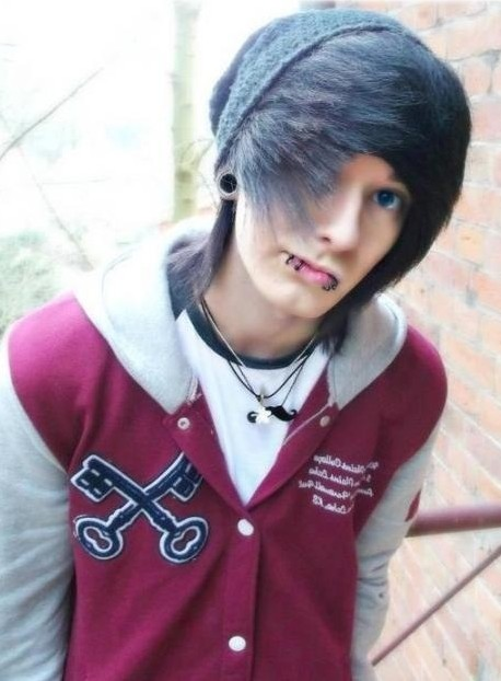 Awesome Emo Hairstyles For Trendy Guys Emo Guys Haircuts Pretty Designs Hairstyles For Men Maxibearus
