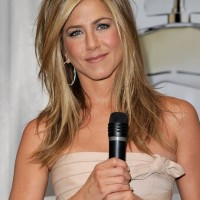 Jennifer Aniston Medium Layered Hairstyle: 2013 - 2014 Hairstyle Trends