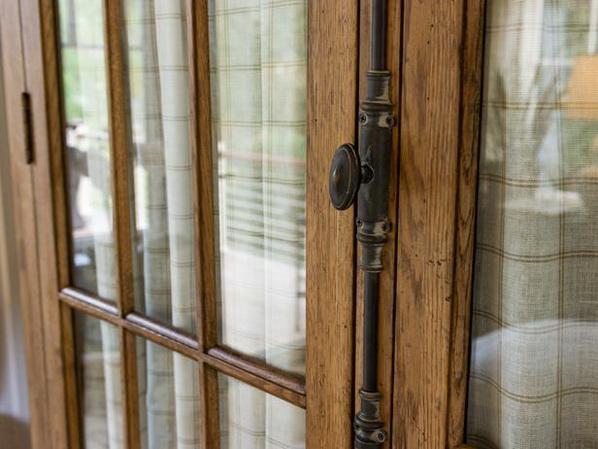 Master bedroom suite furniture - The door