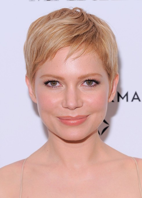 Cute Short Blonde Pixie Hairstyle with Side Swept Bangs Michelle Williams H