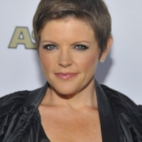 Boyish Short Pixie Cut for Women - Natalie Maines Short Hairstyles