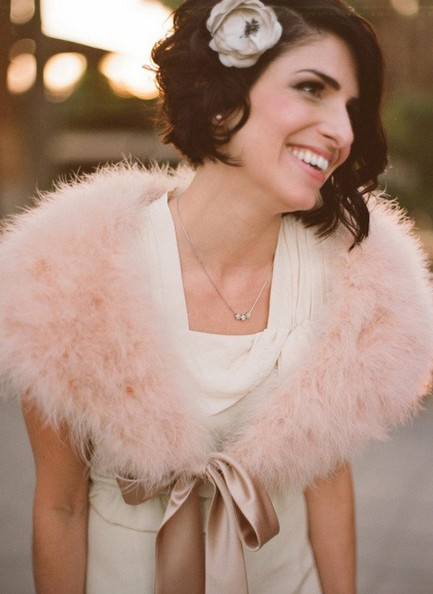 Short Wedding Hair Styles - Relaxed Messy Wedding Hairstyle