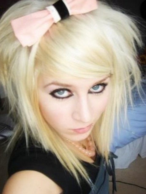 Shoulder Length Blonde Emo Hairstyle with Side Swept Bangs for Girls
