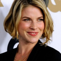 Layered Blonde Wavy Bob Hairstyle for Short Hair - Ali Larter Hairstyles