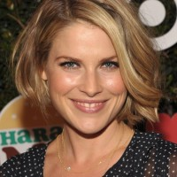 Lovely Layered Bob Hairstyle with Waves for Women Over 40 - Ali Larter Hairstyles