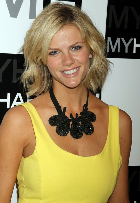 Choppy Layered Bob Hairstyle - Side Parted Medium Wavy Hairstyles from ...