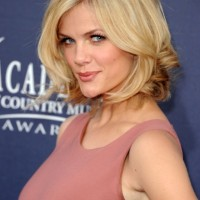 Sassy Layered Wavy Bob Hairstyle - Popular Short Haircuts 2014 - Brooklyn Decker Hairstyles