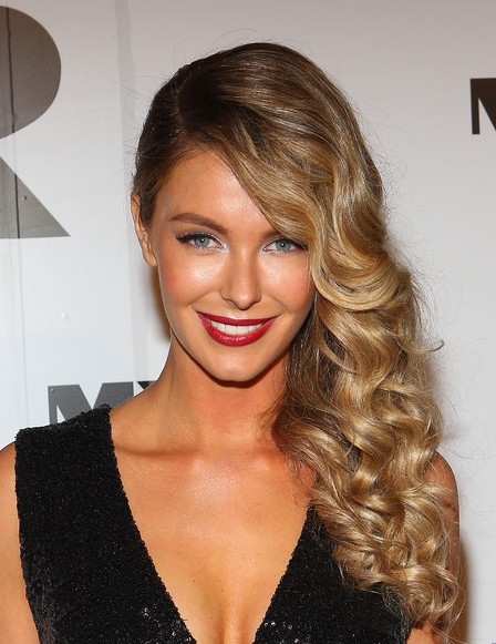 Jennifer Hawkins Deep Side Parted Long Hairstyle For Prom