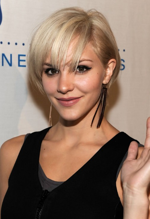 Cute Layered Short Blonde Bob Hairstyle With Bangs Katharine Mcphee Hairstyles