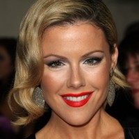 Deep Side Parted Jaw Length Bob Hairstyle with Waves - Kathleen Robertson Hairstyles