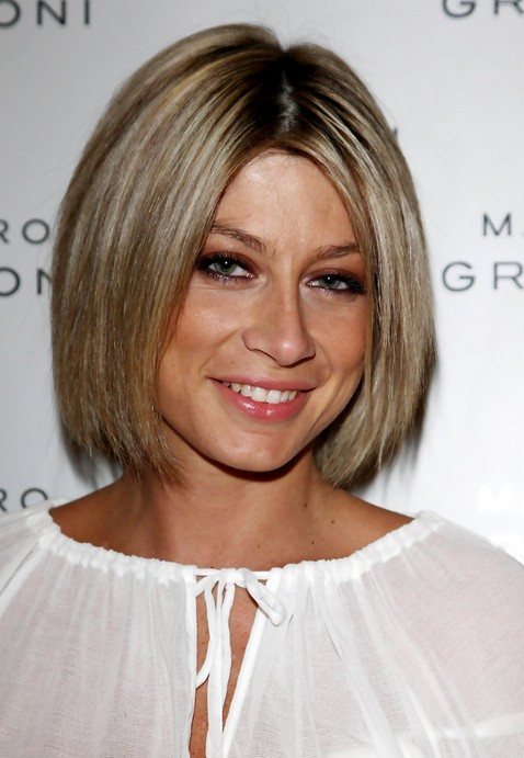 Short Straight Bob Haircut – Classic Short Haircut for Women ...