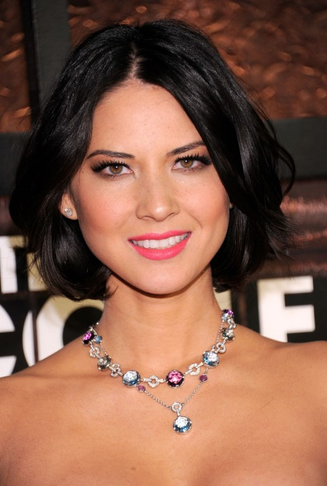 Center Parted Black Bob Hairstyle With Waves Olivia Munn Hairstyles Pretty