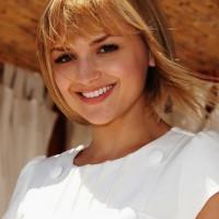 Cute Short Blonde Bob Hairstyle - Sweet Beachy Haircut - Rachael Leigh Cook Hairstyles