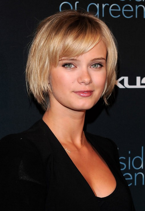 Cute Short Blonde Ombre Bob Haircut with Bangs