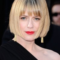 Short Sleek Bob Haircut with Blunt Bangs - Classic Bob Hairstyles -Sunrise Coigney Haircut