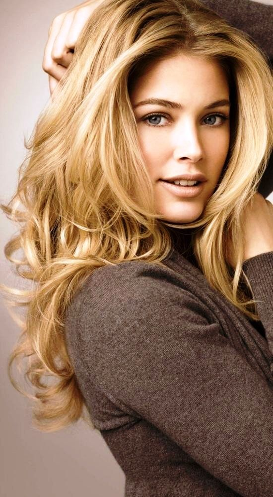 Long Blond Wavy Hairstyle