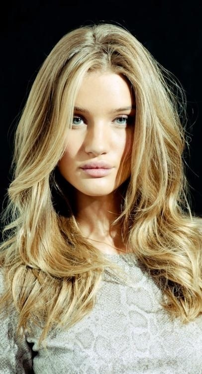 Long Layered Wavy Hairstyle