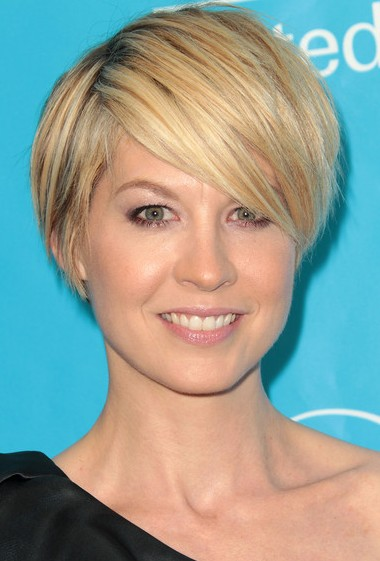 Layered Short Hairstyle With Side Swept Bangs 2017