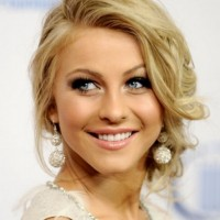 Long Wavy Hairstyle for Round-shaped Women