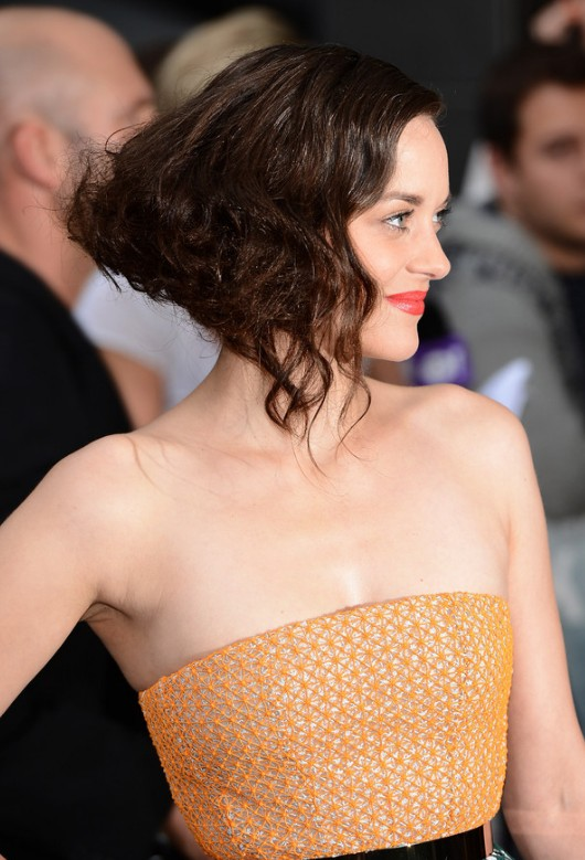Side View of Short Wavy Curly Bob Hairstyle - Marion Cotillard Hairstyle