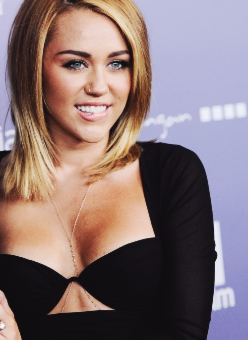 Miley Cyrus 12 Impressive Hairstyles Of Any Hair Length Pretty Designs