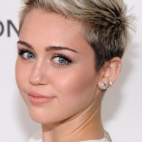 Miley Cyrus: Platinum Blonde Ombre Short Hairstyle