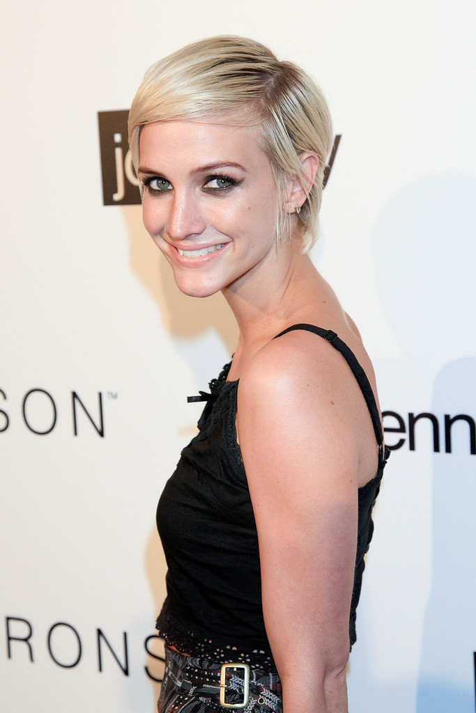 Ashlee Simpson Short Haircut No Fuss For Women