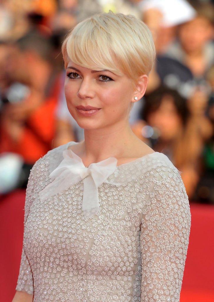 Michelle Williams Short Haircut Elegant For Summer