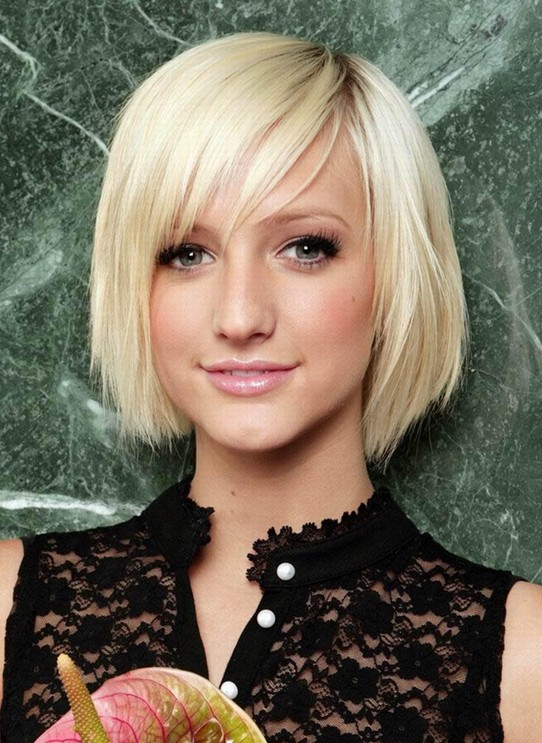 2014 Hair Trends: Cute Short Blonde Straight Hairstyle with Bangs