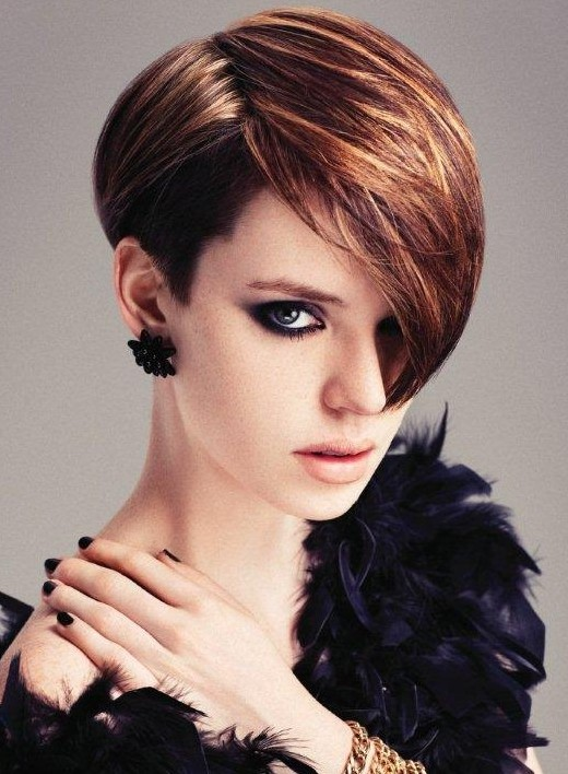 2014 Trendy Side Parted Short Haircut with Highlights