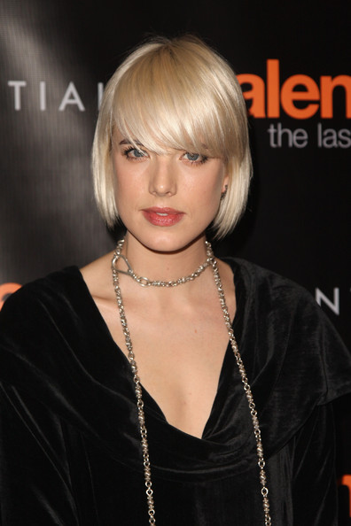 Agyness Deyn Short Hairstyles: Cute Short Bob with Thick Side-parted Bangs