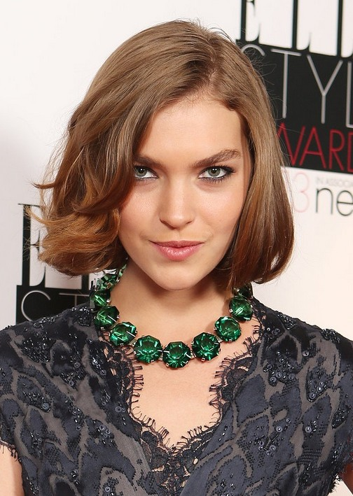 Arizona Muse's Bob Hairstyle: Cute Short Wavy Hair with Fringes