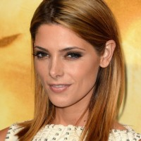 Ashley Greene Medium Haircut: Blunt Straight Hairstyle for 2014