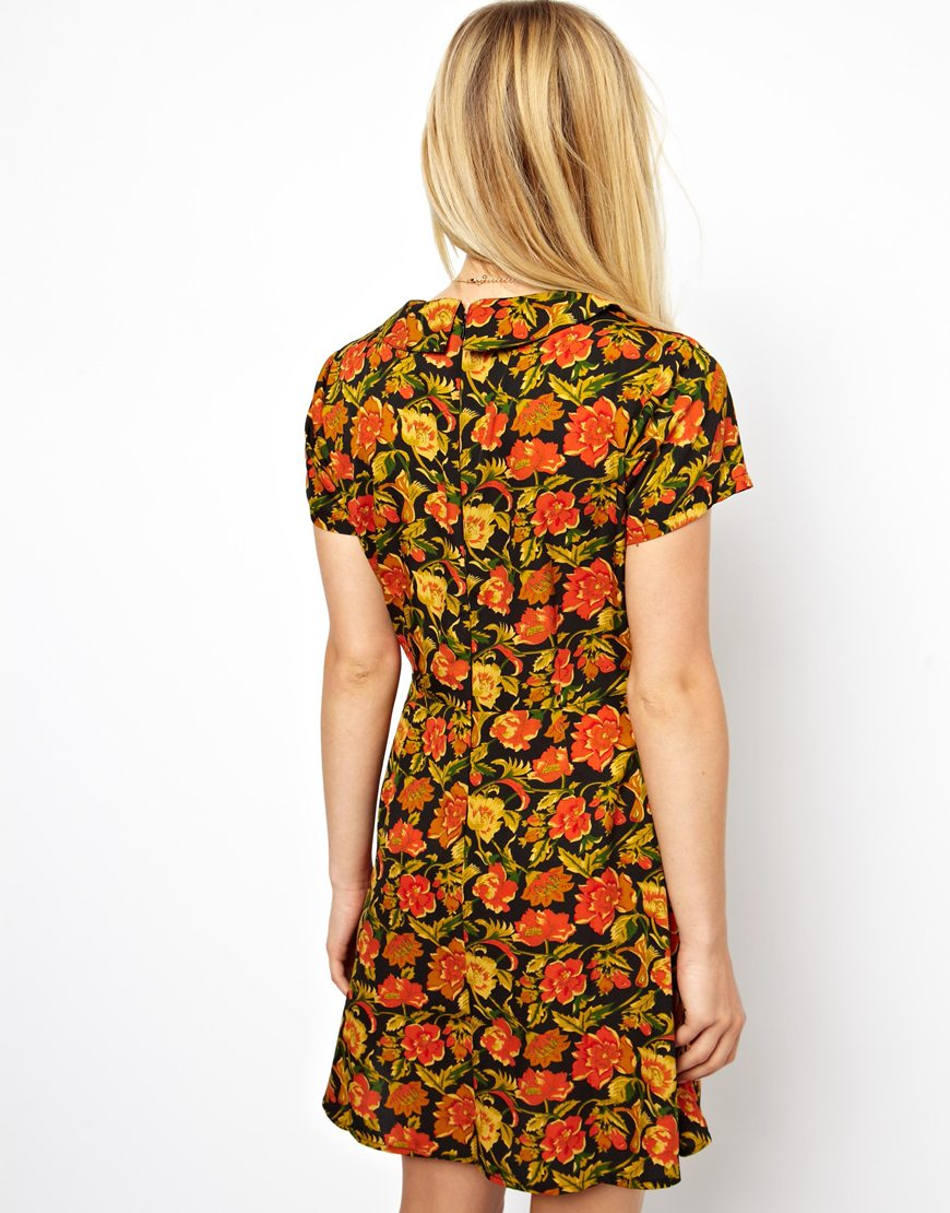 Back View of Pretty Casual Day Dress with Flowers