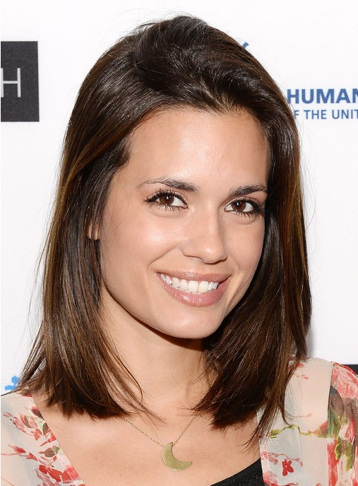 Best Daily Hairstyle for women: Simple Easy Medium Straight Hairstyle from Torrey Devitto