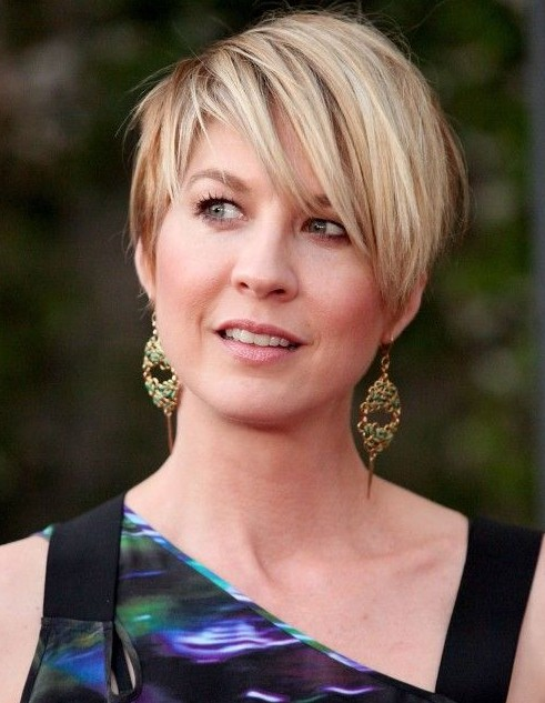 Casual Short Straight Haircut with Long Side Sweeping Bangs
