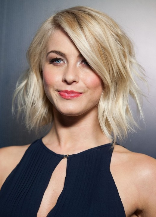 Celebrity Haircuts for 2014: Julianne Hough's Short Blonde Wavy Hairstyle