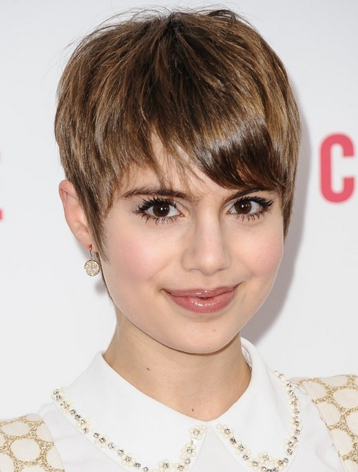 Short Hairstyle Long Pixie Haircut with Bangs