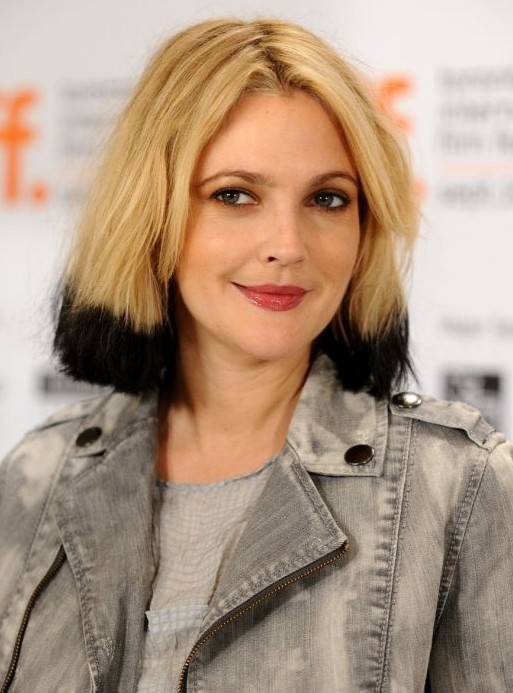 Center Parted Bob Hairstyle: Black Blonde Short Hair for Women