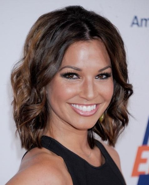 Daily Hairstyles: Dark Brown Wavy Hairstyle for Women
