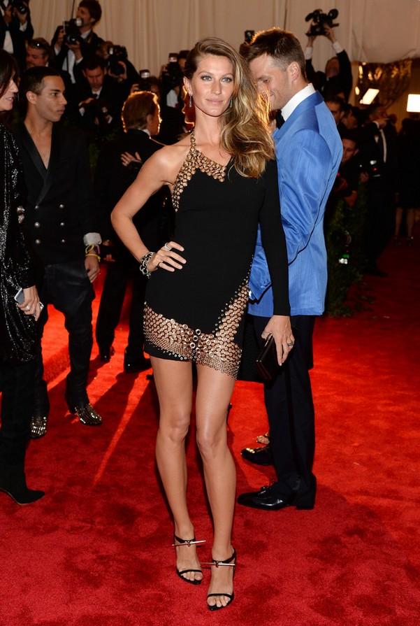 Gisele Bundchen: Black Anthony Vaccarello One Shoulder Dress