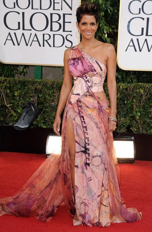 Halle Berry: Printed Atelier Versace One Shoulder Dress