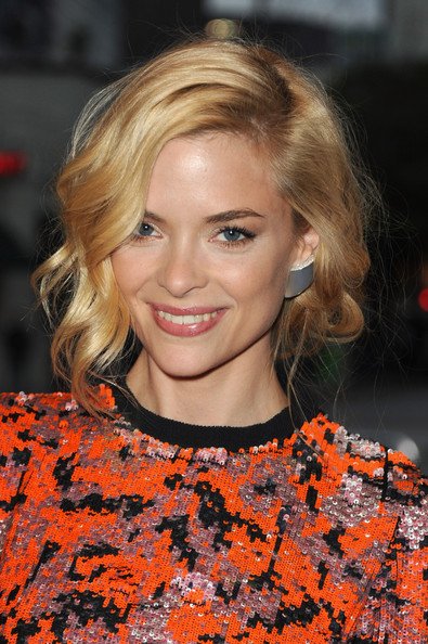 Jaime King Short Hairstyles: Elegant Side-parted Bob with Curly Fringe